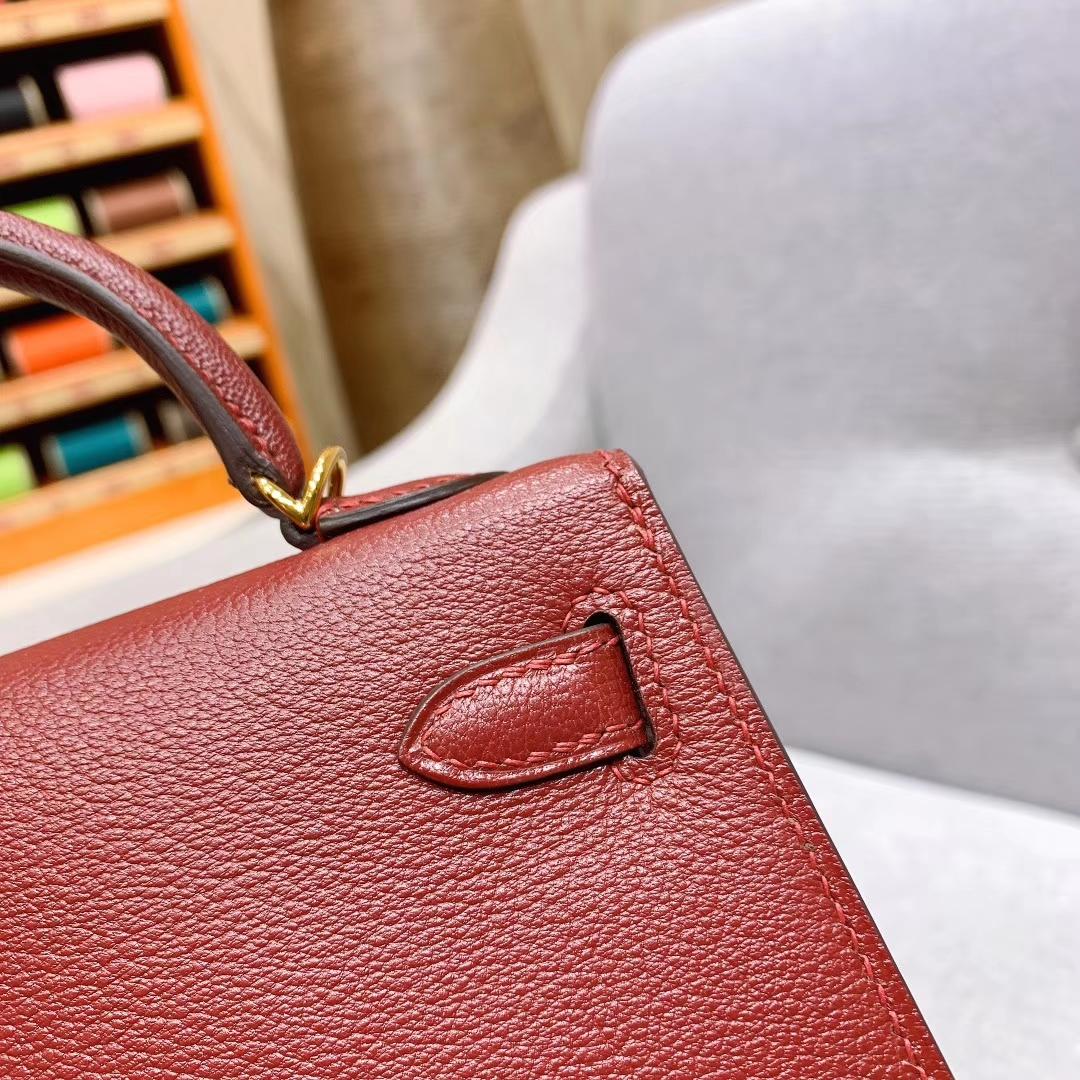 爱马仕包包批发 Mini Kelly二代 19cm Chevre山羊皮 B5宝石红 金-银扣 蜜蜡线手缝
