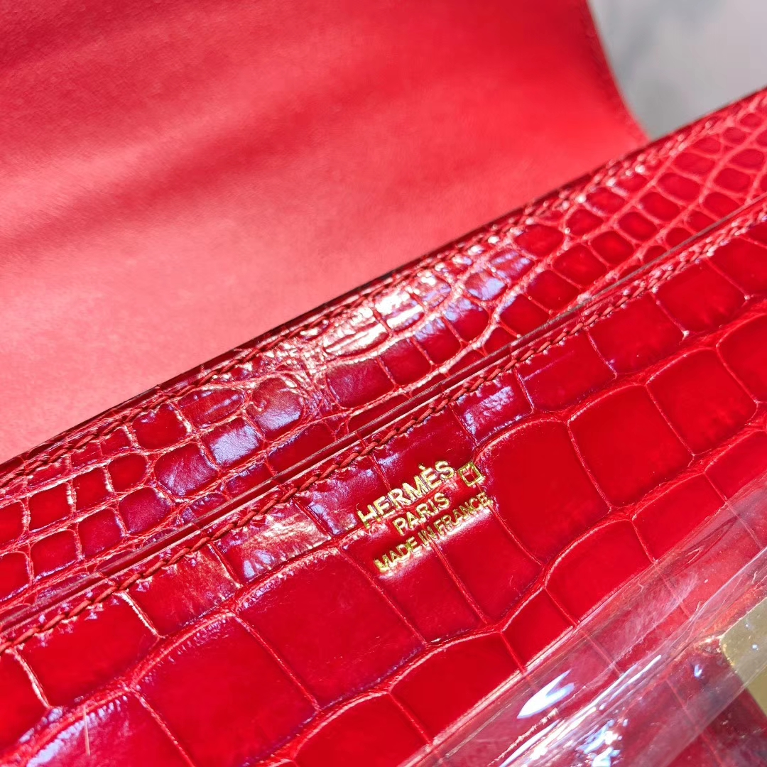 爱马仕钱夹 Constance钱夹 21.5cm Alligator亮面方块美洲鳄 Q5中国红 金扣 全手缝蜜蜡线