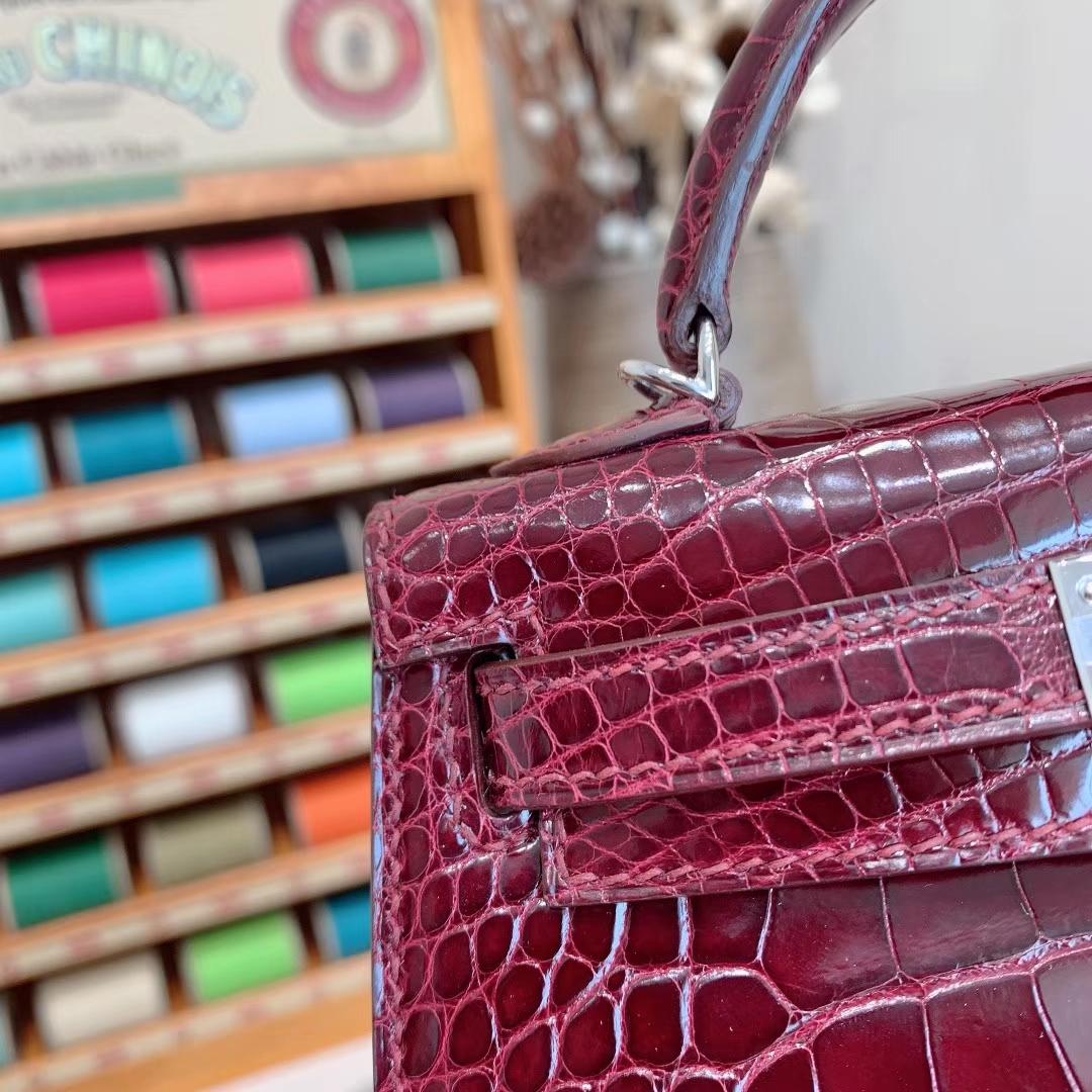 爱马仕包包批发 Mini Kelly 2代 亮面美洲方块鳄 57波尔多酒红 金-银扣