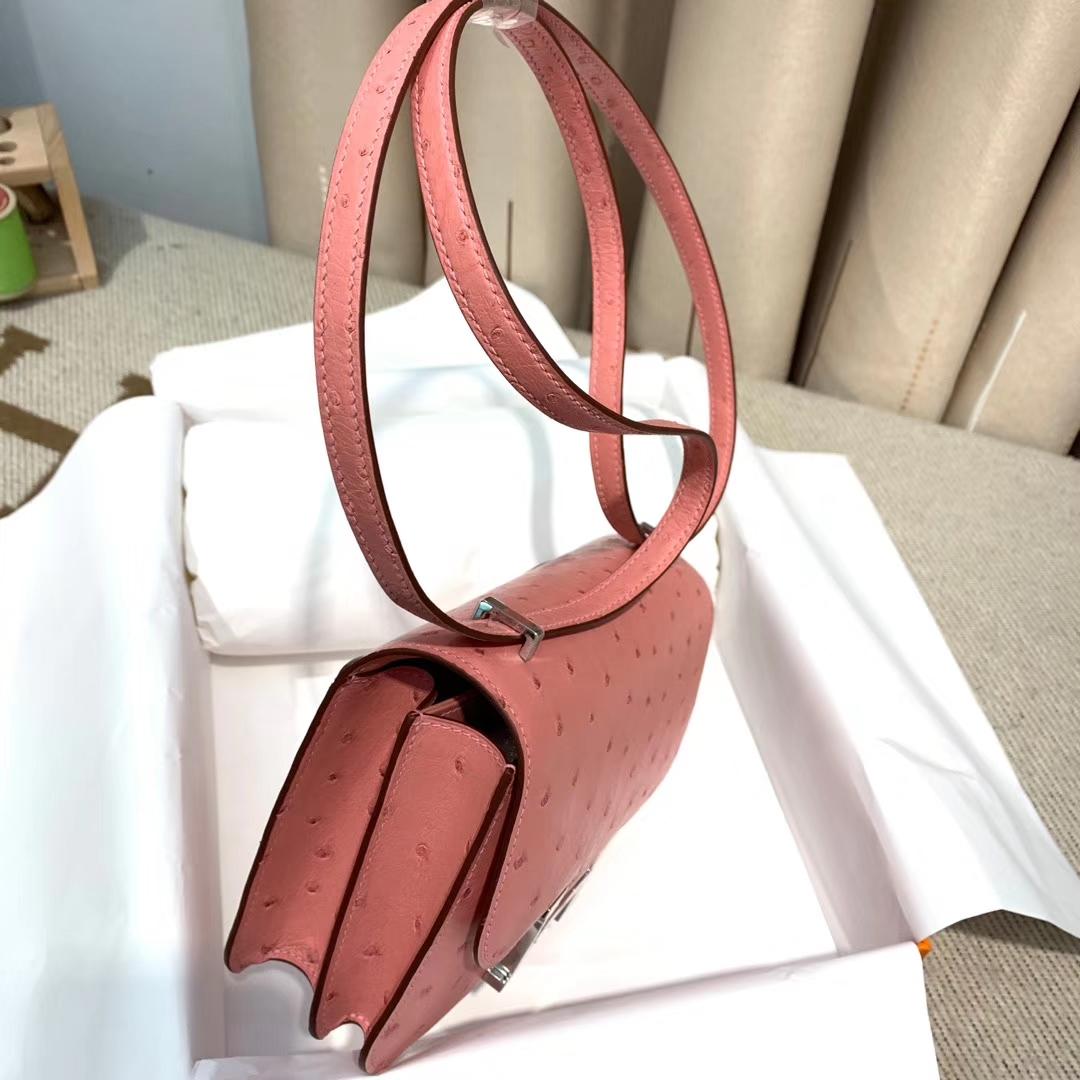 Hermes爱马仕 Constance 19cm 鸵鸟皮 94陶瓷粉 银扣