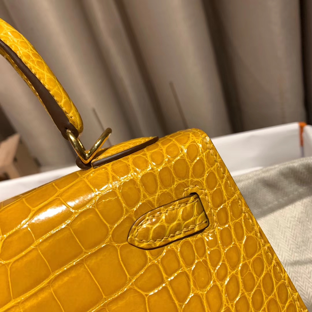 Hermes爱马仕 Kelly 25cm 亮面方块美洲鳄 9D琥珀黄 金扣