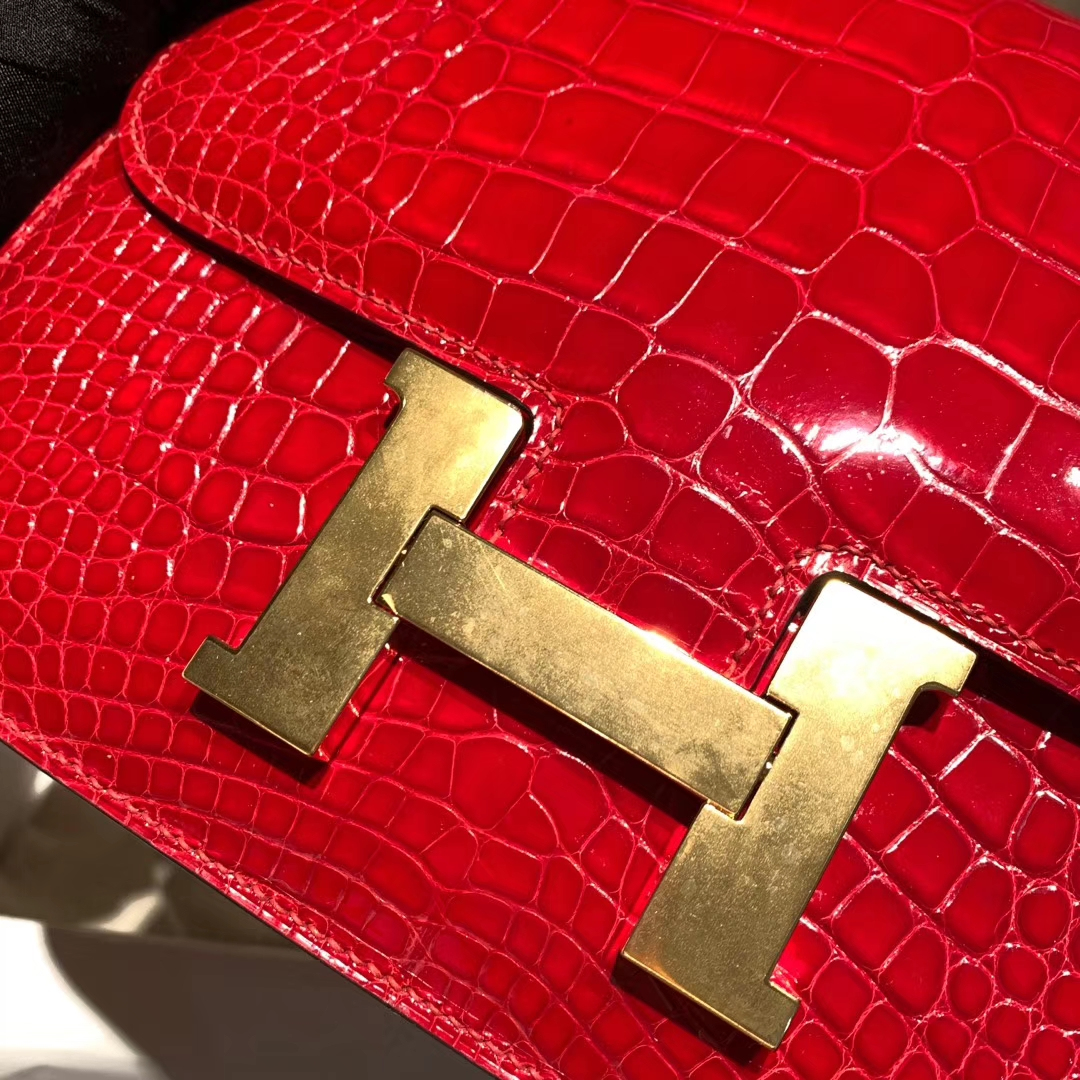 Hermes爱马仕 Constance 24cm 亮面方块美洲鳄 95法拉利红 金扣