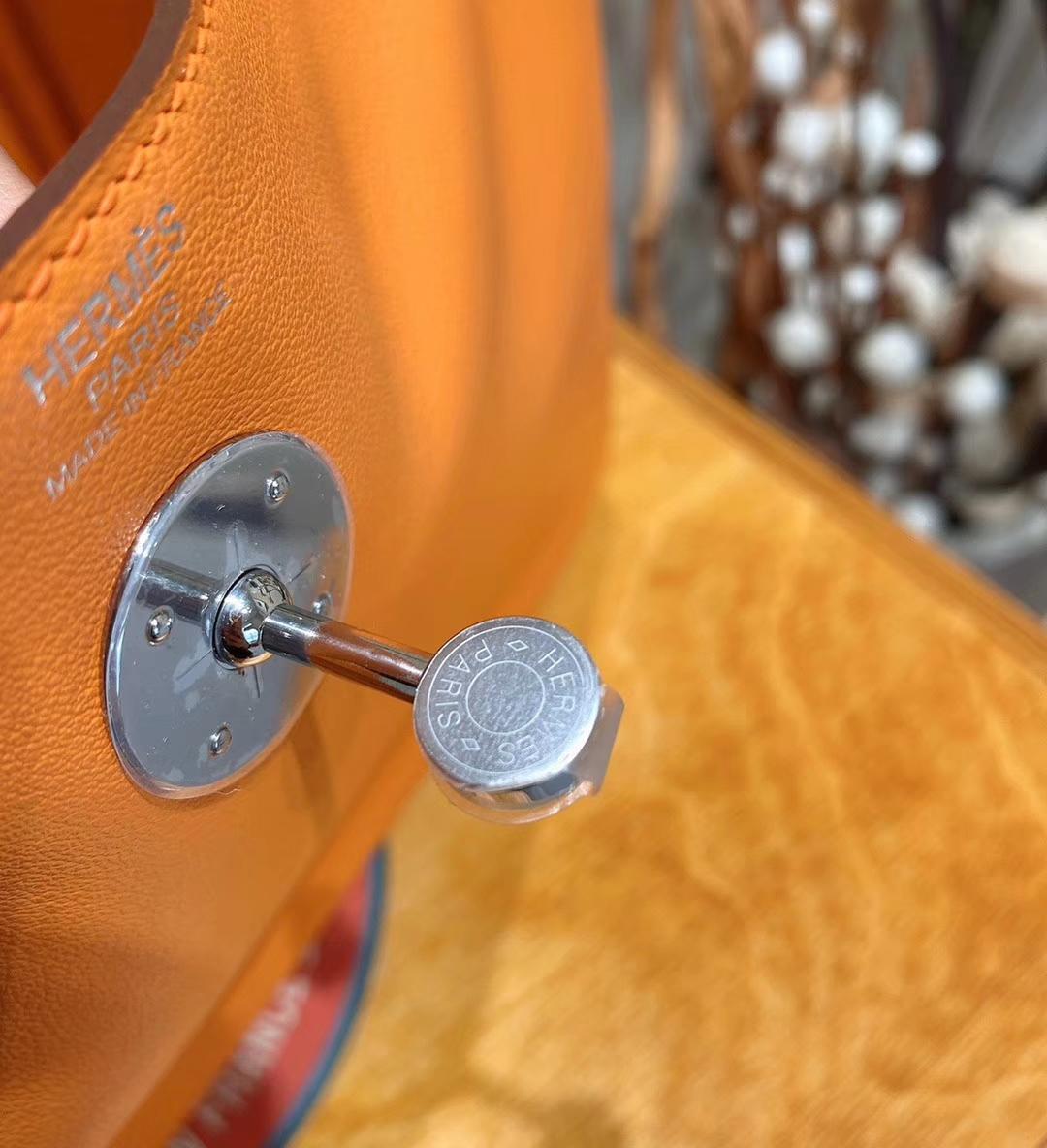 爱马仕包包 Lindy 26cm Swift皮 编织手柄 杏黄色 银扣