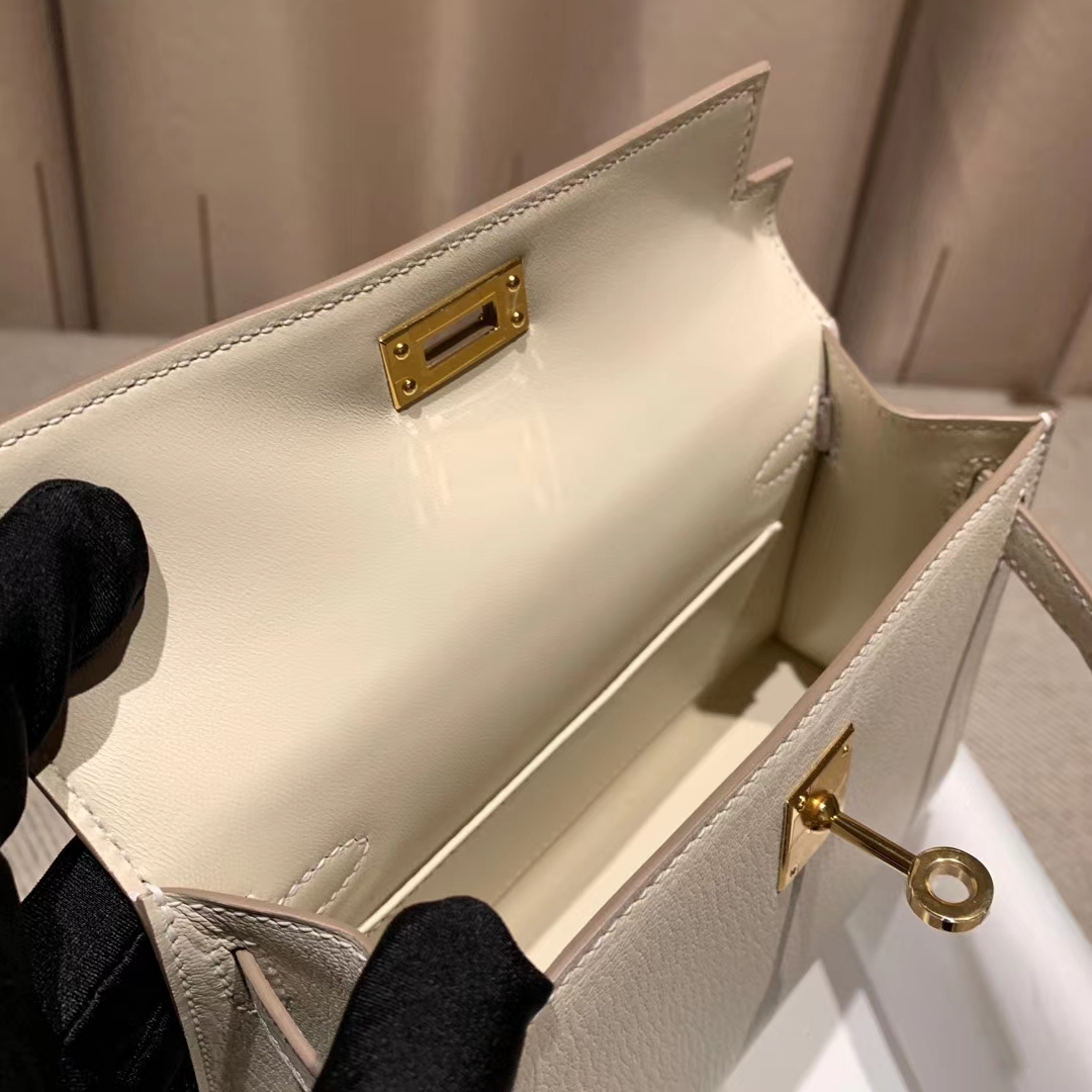 爱马仕包包官网 Mini Kelly二代 Epsom 10奶昔白 金扣 蜡线手缝