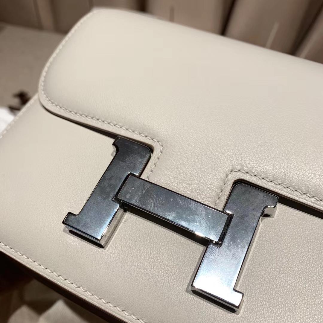 爱马仕官网 Constance 19cm Swift 珍珠灰 银扣