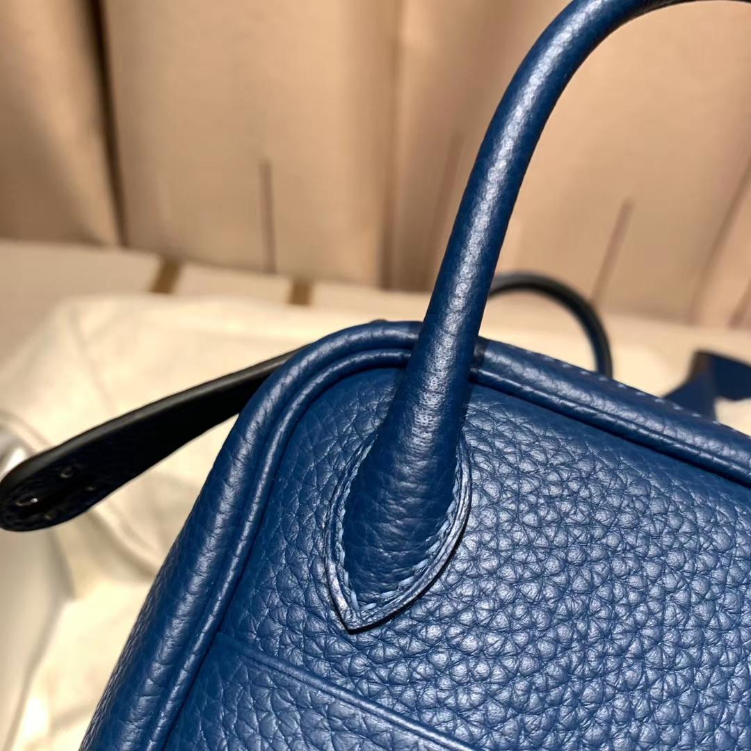 爱马仕中国官网 Mini Lindy 19cm Clemence Tc皮 S4深邃蓝 银扣