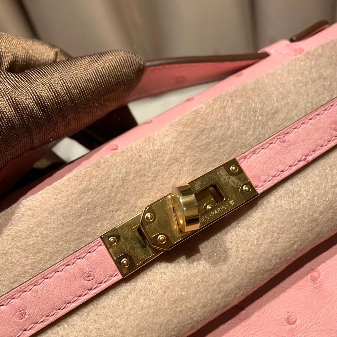 爱马仕官网 Mini Kelly Pochette 22cm 南非鸵鸟 94陶瓷粉 金扣