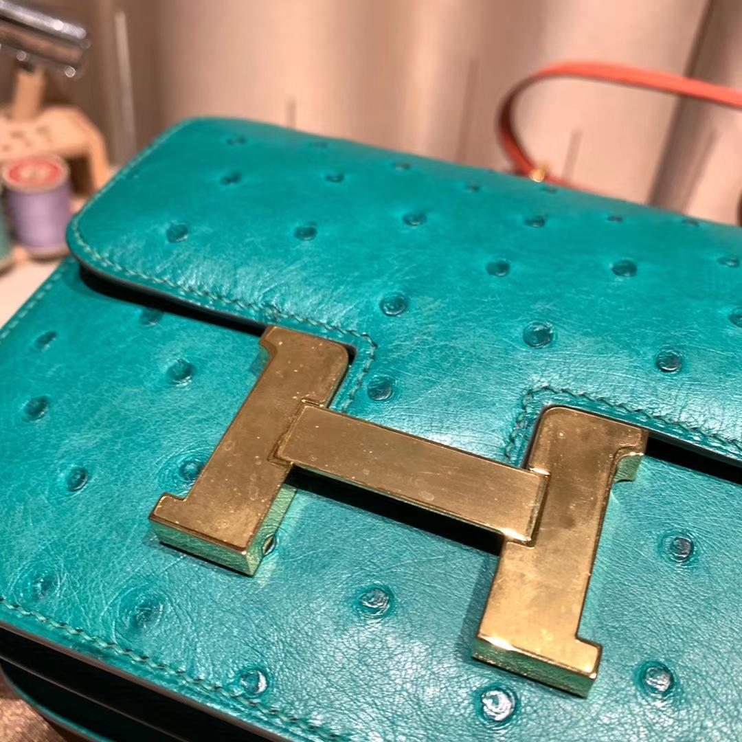 爱马仕官网 Constance 19cm Ostrich 南非鸵鸟 U4丝绒绿拼M8沥青灰 金扣