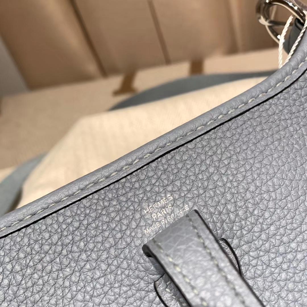 Hermes爱马仕 Evelyn 16cm Clemence Tc皮 J7亚麻蓝 银扣