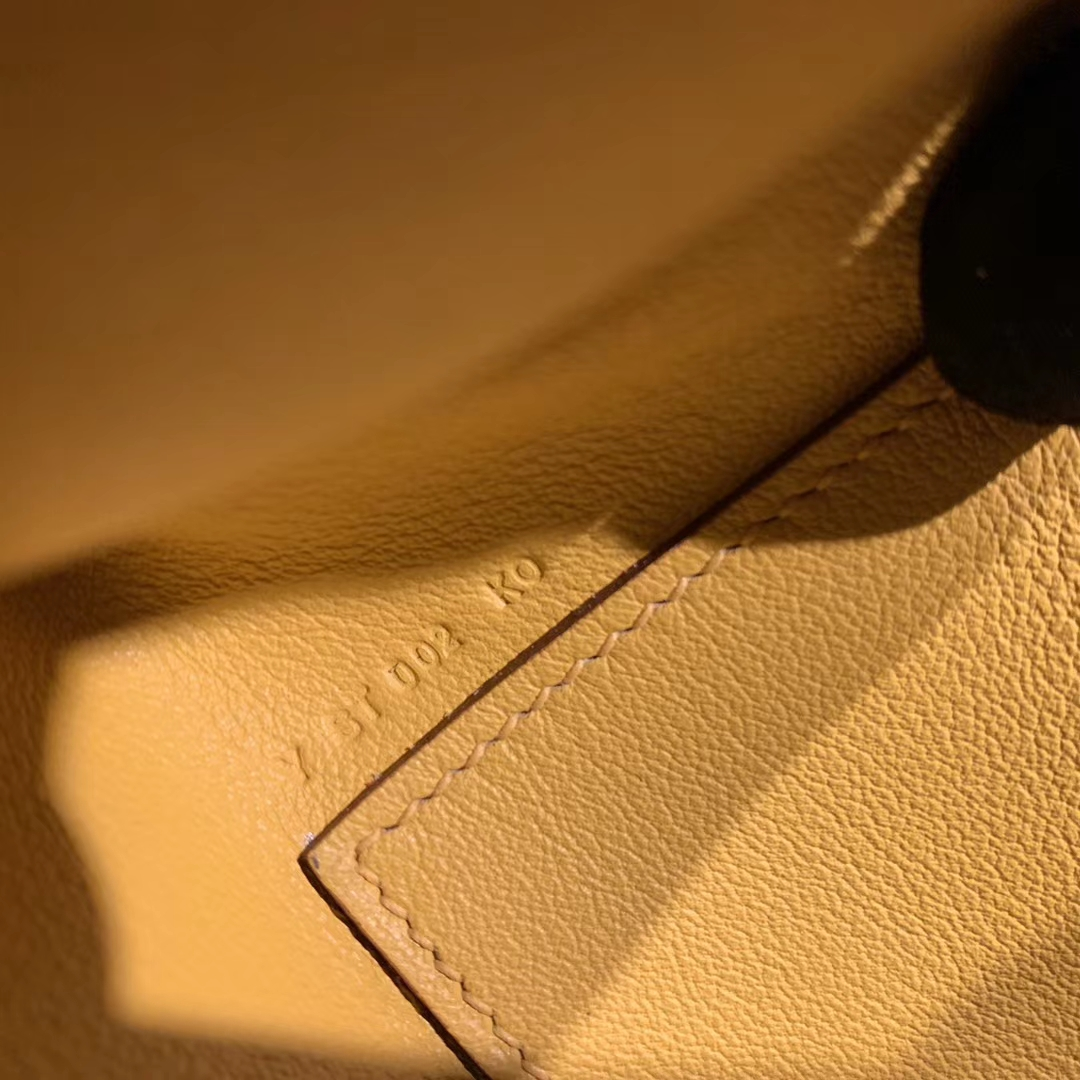 Hermes爱马仕包包 Mini Kelly Pochette 22cm Swift 9D琥珀黄 金扣