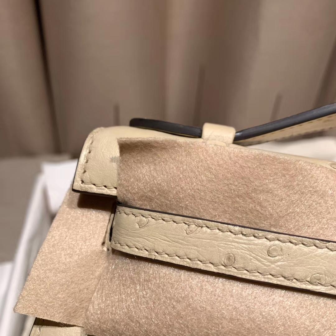 爱马仕官网 Mini Kelly Pochette 22cm 南非鸵鸟 3C羊毛白 银扣