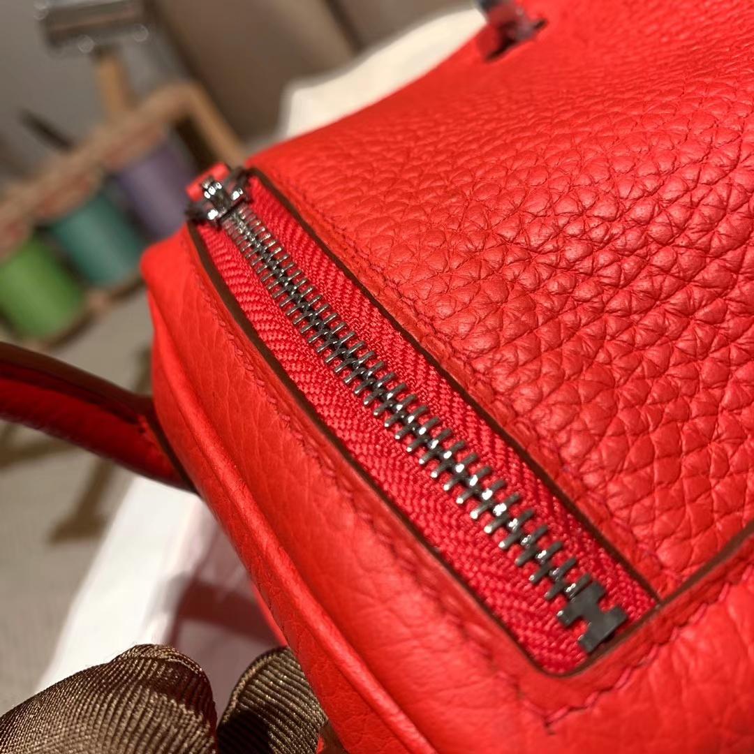 爱马仕中国官网 Mini Lindy 19cm Clemence Tc皮 S5番茄红 银扣