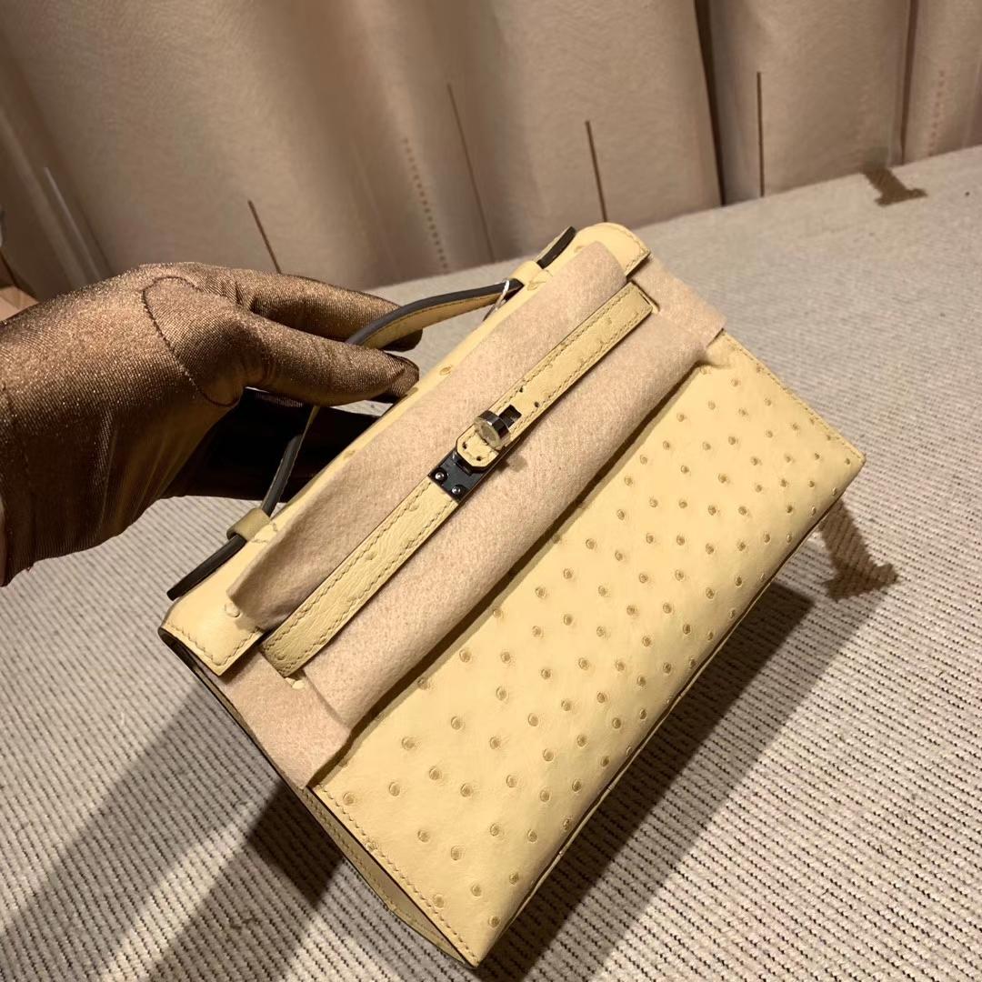 爱马仕官网 Mini Kelly一代 22cm Ostrich 南非鸵鸟 1Z小鸡黄 银扣