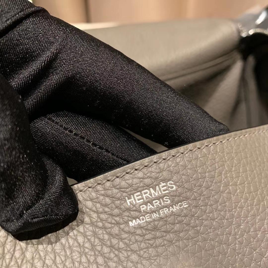Hermes爱马仕包包 Lindy 30cm Clemence Tc皮 8F锡器灰 银扣