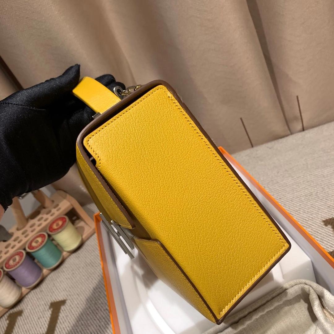 爱马仕包包 Cinhetic盒子包 18cm Chevre Mysore山羊皮 9D琥珀黄 银扣