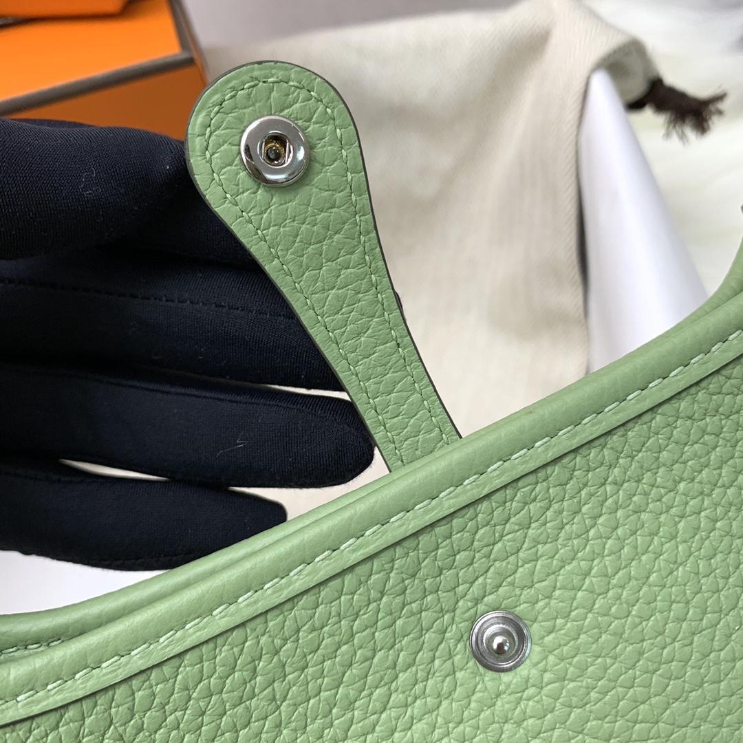 爱马仕包包 Mini Evelyn伊芙琳 17cm 进口Clemence皮 蜡线手缝 3i牛油果绿 银扣