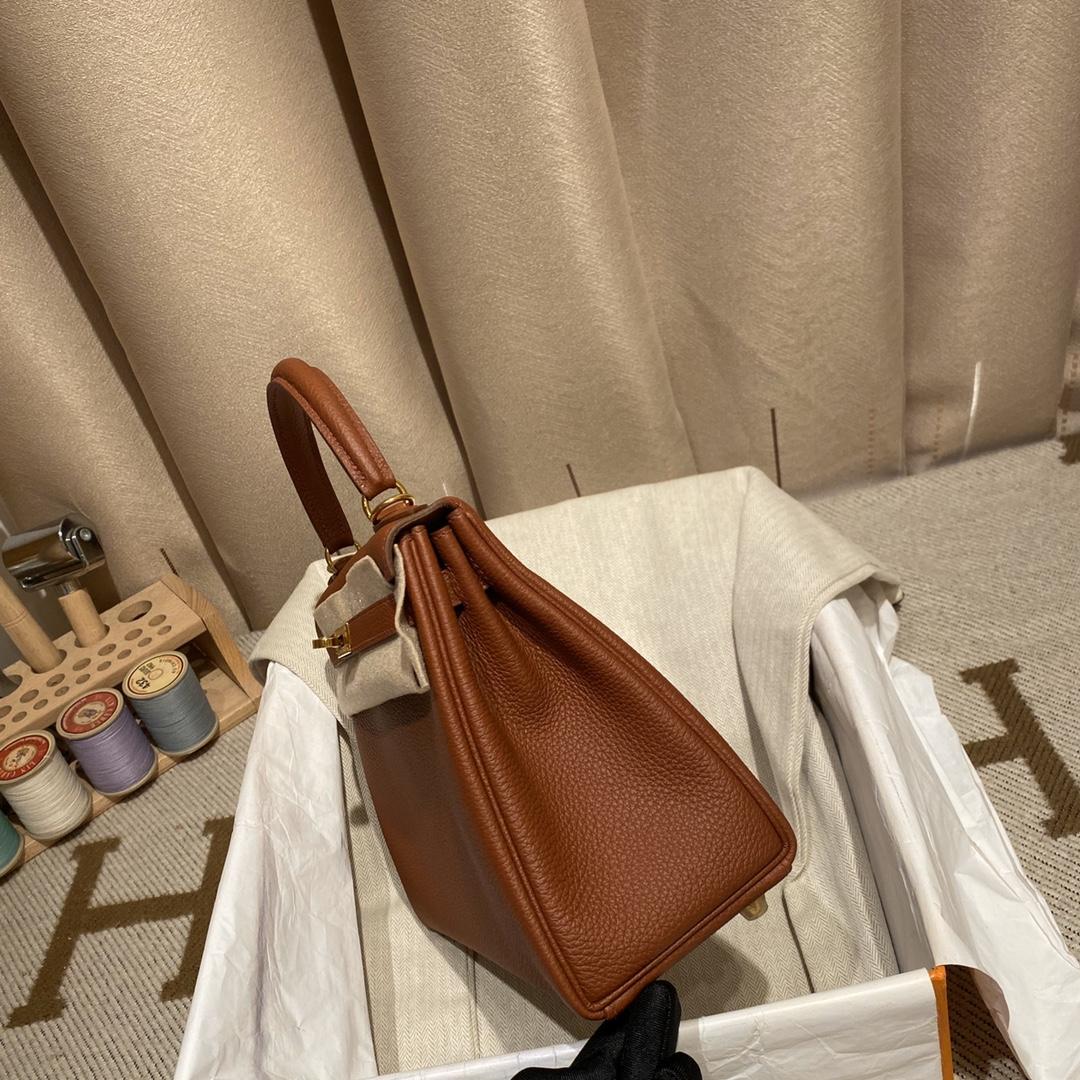 爱马仕包包 Kelly 25cm 法国原产Togo皮 蜡线手缝 4E枫叶棕 金扣
