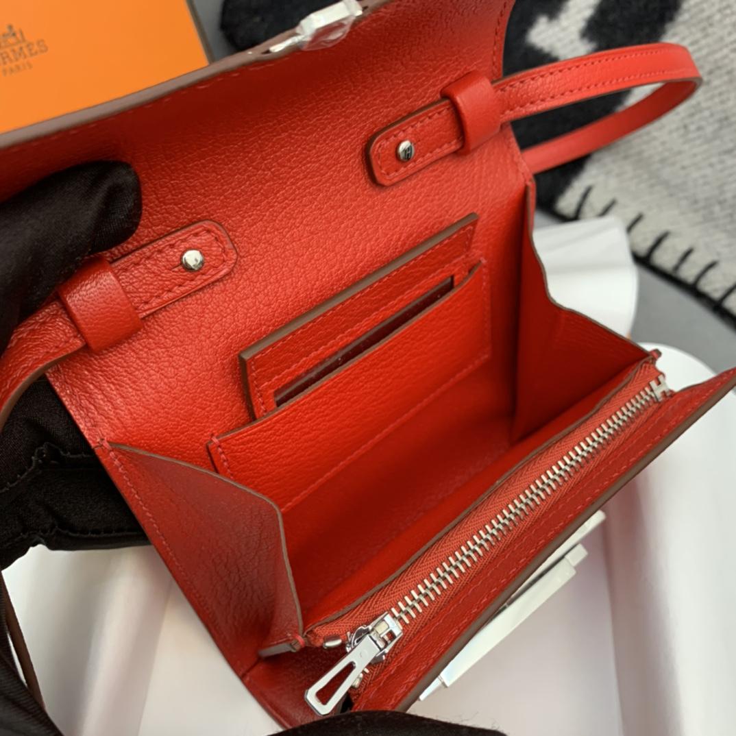 爱马仕包包 Cinhetic Mini 12cm 新款设计旋转扣 凹造型 配带镜子 S3心红色 银扣