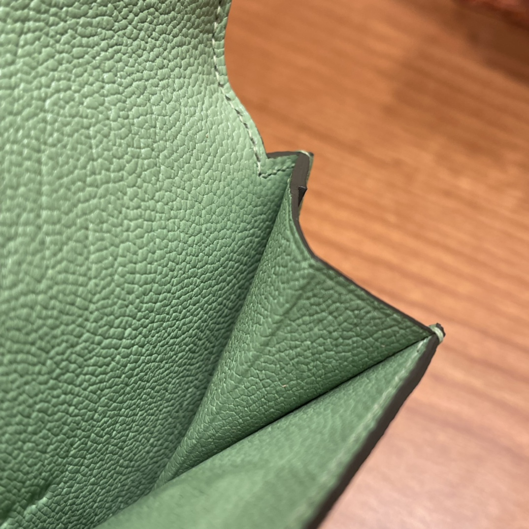 爱马仕包包 Kelly Pocket颜值和实用兼备 山羊皮3i牛油果绿金扣
